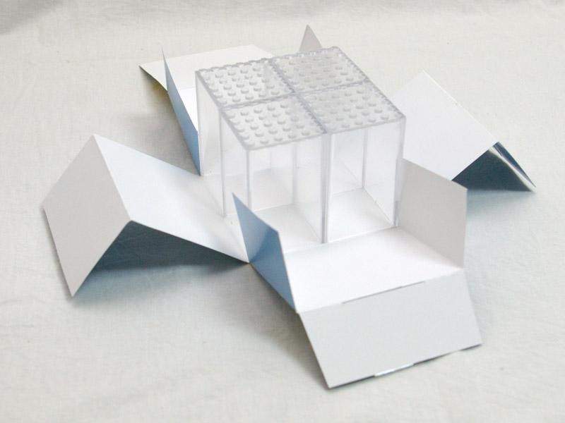 #FBX668 FaBiOX 6x6x8 ミニフィグディスプレイケース 4個入 パッケージの中身の写真
